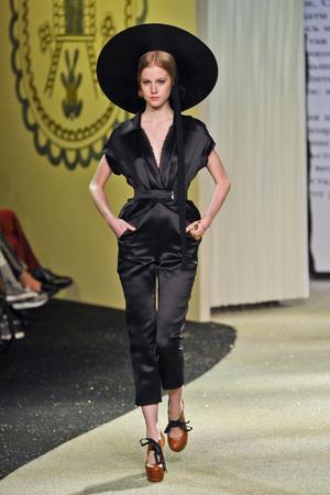 Показ Ulyana Sergeenko коллекции сезона Весна-лето 2013 года Haute couture - www.elle.ru - Подиум - фото 479067