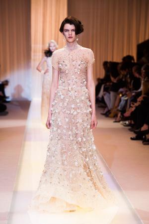 Показ Giorgio Armani Privé коллекции сезона Осень-зима 2013-2014 года haute couture - www.elle.ru - Подиум - фото 556409