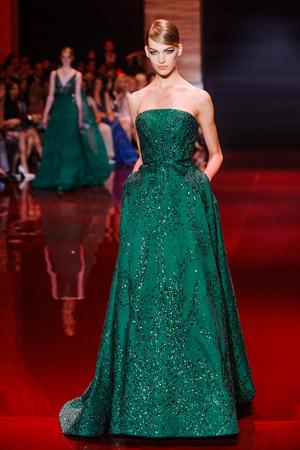 Показ Elie Saab коллекции сезона Осень-зима 2013-2014 года Haute couture - www.elle.ru - Подиум - фото 556191