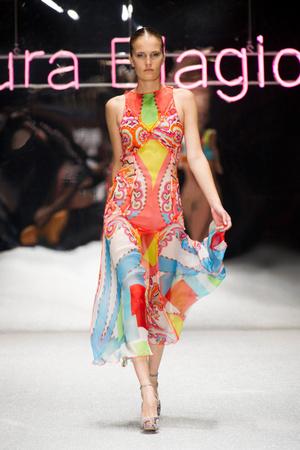 Показ Laura Biagiotti коллекции сезона Весна-лето 2013 года prêt-à-porter - www.elle.ru - Подиум - фото 443513
