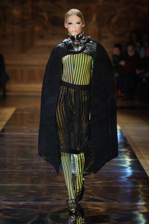 Показ Oscar Carvallo коллекции сезона Весна-лето 2014 года haute couture - www.elle.ru - Подиум - фото 575001