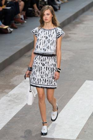 Показ Chanel коллекции сезона Весна-лето 2015 года prêt-à-porter - www.elle.ru - Подиум - фото 592016