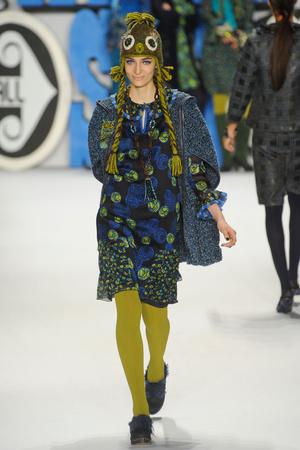Показ Anna Sui коллекции сезона Осень-зима 2012-2013 года Prêt-à-porter - www.elle.ru - Подиум - фото 348535