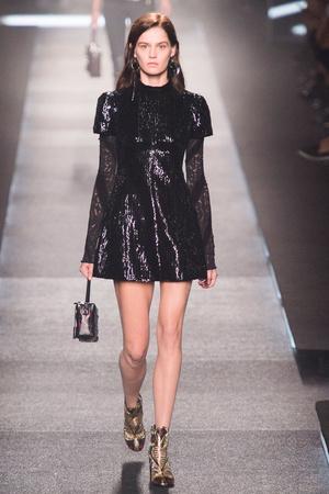 Показ Louis Vuitton коллекции сезона Весна-лето 2015 года Prêt-à-porter - www.elle.ru - Подиум - фото 592607