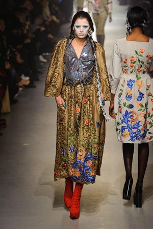 Показ Vivienne Westwood коллекции сезона Осень-зима 2013-2014 года Prêt-à-porter - www.elle.ru - Подиум - фото 537643