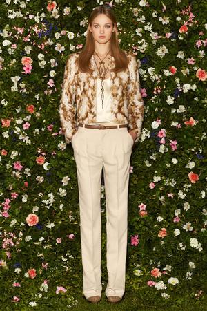 Показ Gucci коллекции сезона  года Cruise - www.elle.ru - Подиум - фото 401670