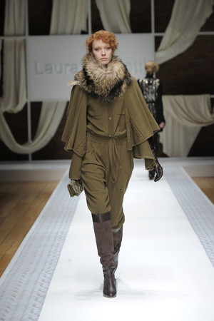 Показ Laura Biagiotti коллекции сезона Осень-зима 2010-2011 года Prêt-à-porter - www.elle.ru - Подиум - фото 153284