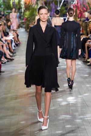 Показ Christian Dior коллекции сезона Весна-лето 2014 года prêt-à-porter - www.elle.ru - Подиум - фото 568358