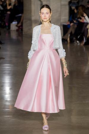Показ Georges Hobeika коллекции сезона Весна-лето  2017 года Haute couture - www.elle.ru - Подиум - фото 616305