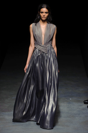 Показ Yiqing Yin коллекции сезона Весна-лето 2014 года Haute couture - www.elle.ru - Подиум - фото 575312