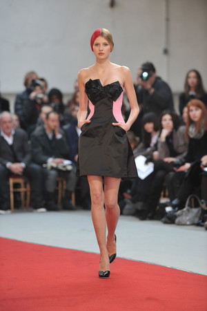 Показ Alexis Mabille коллекции сезона Весна-лето 2010 года haute couture - www.elle.ru - Подиум - фото 137905