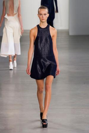 Показ Calvin Klein Collection коллекции сезона Весна-лето 2015 года Prêt-à-porter - www.elle.ru - Подиум - фото 587187