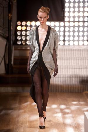 Показ Atelier Gustavo Lins коллекции сезона Весна-лето 2013 года haute couture - www.elle.ru - Подиум - фото 479475