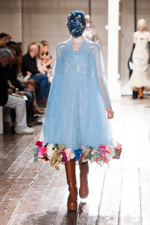 Показ Maison Martin Margiela коллекции сезона Осень-зима 2013-2014 года haute couture - www.elle.ru - Подиум - фото 556301