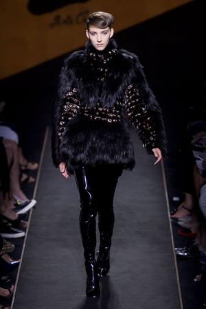 Показ Fendi коллекции сезона Осень-зима 2015-2016 года Haute couture - www.elle.ru - Подиум - фото 597122