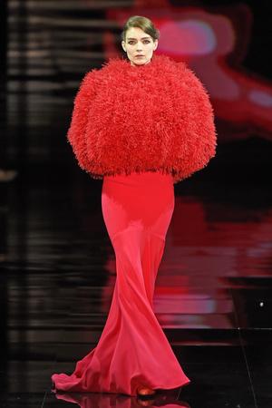 Показ Armani Prive коллекции сезона Осень-зима 2014-2015 года Haute couture - www.elle.ru - Подиум - фото 584945