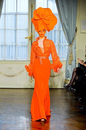 Показ Alexis Mabille коллекции сезона Весна-лето 2012 года Haute couture - www.elle.ru - Подиум - фото 330160