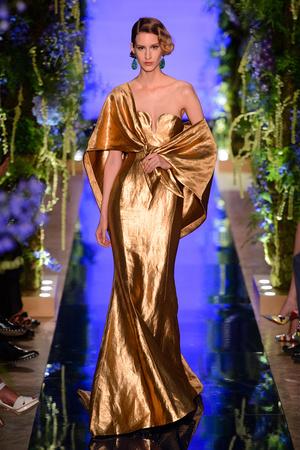 Показ Guo Pei  коллекции сезона Осень-зима 2017-2018 года Haute couture - www.elle.ru - Подиум - фото 623927
