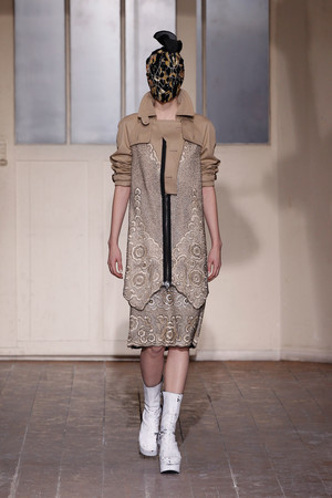 Показ Maison Martin Margiela коллекции сезона Весна-лето 2013 года haute couture - www.elle.ru - Подиум - фото 480777