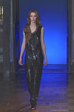 Показ Anne Valerie Hash коллекции сезона Весна-лето 2010 года haute couture - www.elle.ru - Подиум - фото 138016