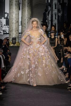 Показ Elie Saab коллекции сезона Осень-зима 2016-2017 года Haute couture - www.elle.ru - Подиум - фото 607227