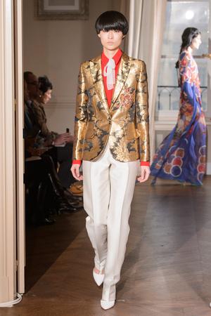 Показ Schiaparelli коллекции сезона Весна-лето  2017 года Haute couture - www.elle.ru - Подиум - фото 616359