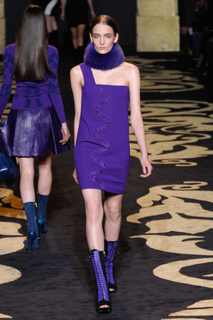 Показ Versace коллекции сезона Осень-зима 2011-2012 года prêt-à-porter - www.elle.ru - Подиум - фото 246030