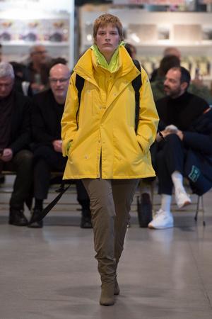 Показ Vetements коллекции сезона Осень-зима 2017-2018 года prêt-à-porter - www.elle.ru - Подиум - фото 616540