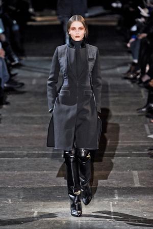 Показ Givenchy коллекции сезона Осень-зима 2012-2013 года Prêt-à-porter - www.elle.ru - Подиум - фото 382606