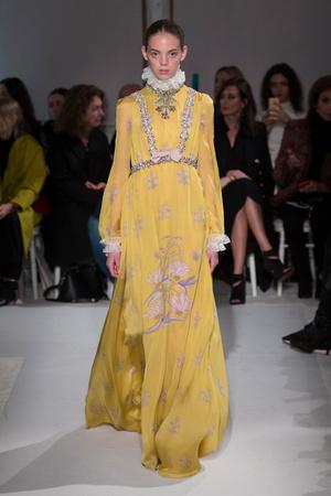 Показ Giambattista Valli коллекции сезона Весна-лето  2017 года Haute couture - www.elle.ru - Подиум - фото 616226