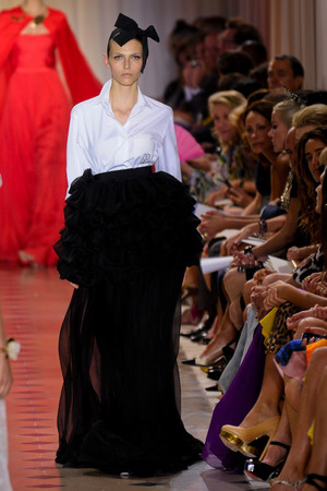 Показ Giambattista Valli коллекции сезона Осень-зима 2011-2012 года Haute couture - www.elle.ru - Подиум - фото 277037