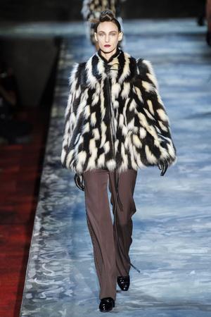 Показ Marc Jacobs коллекции сезона Осень-зима 2015-2016 года prêt-à-porter - www.elle.ru - Подиум - фото 594188