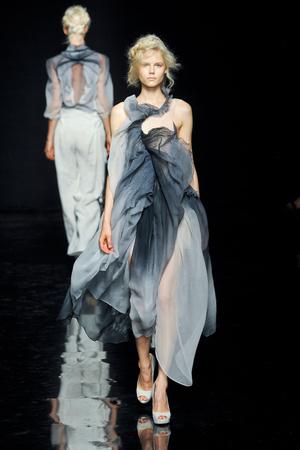 Показ Yiqing Yin коллекции сезона Осень-зима 2012-2013 года Haute couture - www.elle.ru - Подиум - фото 405058