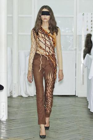 Показ Maison Martin Margiela коллекции сезона Осень-зима 2010-2011 года Haute couture - www.elle.ru - Подиум - фото 167112