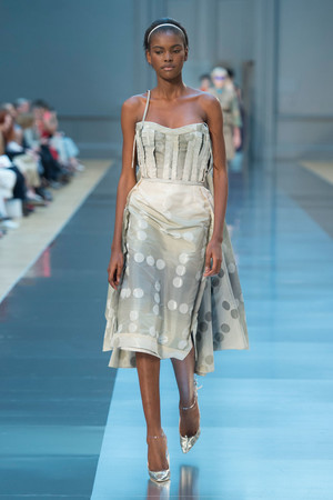 Показ Maison Martin Margiela коллекции сезона Осень-зима 2015-2016 года haute couture - www.elle.ru - Подиум - фото 597263