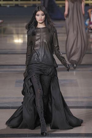 Показ Stephane Rolland коллекции сезона Осень-зима 2010-2011 года Haute couture - www.elle.ru - Подиум - фото 168030
