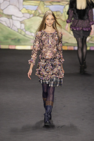 Показ Anna Sui коллекции сезона Осень-зима 2010-2011 года prêt-à-porter - www.elle.ru - Подиум - фото 146729