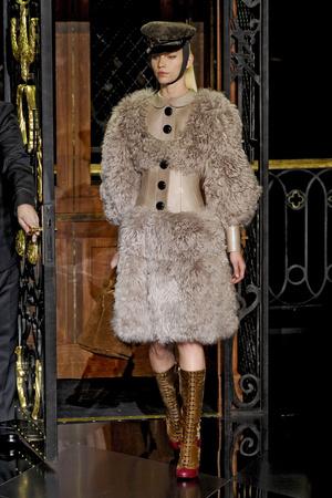 Показ Louis Vuitton коллекции сезона Осень-зима 2011-2012 года prêt-à-porter - www.elle.ru - Подиум - фото 255491