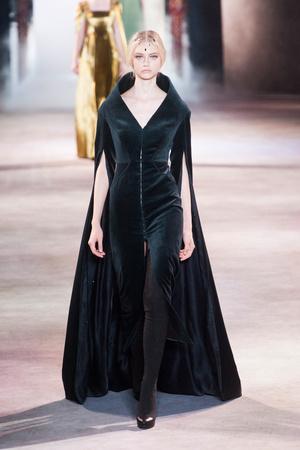 Показ Ulyana Sergeenko коллекции сезона Осень-зима 2013-2014 года Haute couture - www.elle.ru - Подиум - фото 556281