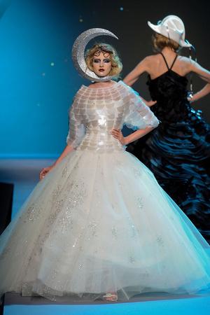 Показ Christian Dior коллекции сезона Осень-зима 2011-2012 года Haute couture - www.elle.ru - Подиум - фото 277099