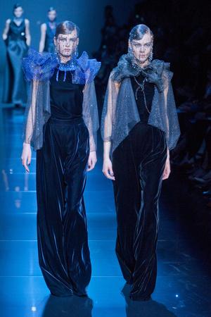 Показ Giorgio Armani Privé коллекции сезона Осень-зима 2012-2013 года haute couture - www.elle.ru - Подиум - фото 404182