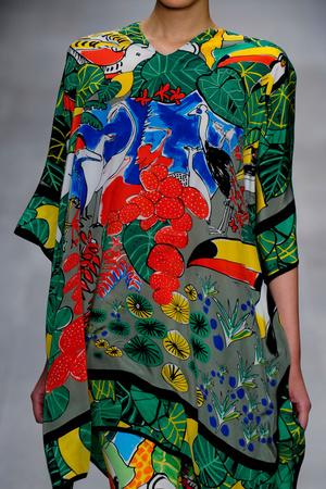 Показ Issa London коллекции сезона Весна-лето 2013 года Prêt-à-porter - www.elle.ru - Подиум - фото 428979