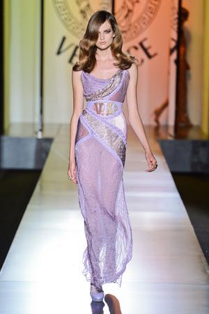 Показ Atelier Versace коллекции сезона Осень-зима 2012-2013 года Haute couture - www.elle.ru - Подиум - фото 402903