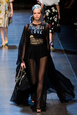 Показ Dolce & Gabbana коллекции сезона Весна-лето  2016 года prêt-à-porter - www.elle.ru - Подиум - фото 600498