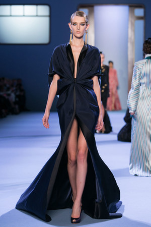 Показ Ulyana Sergeenko коллекции сезона Весна-лето 2014 года haute couture - www.elle.ru - Подиум - фото 574774
