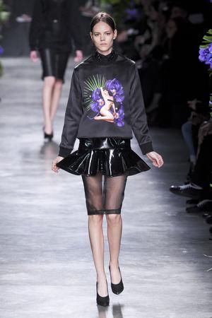 Показ Givenchy коллекции сезона Осень-зима 2011-2012 года Prêt-à-porter - www.elle.ru - Подиум - фото 254357
