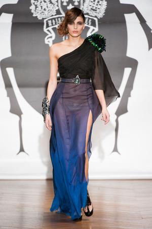 Показ On Aura Tout Vu коллекции сезона Весна-лето 2013 года Haute couture - www.elle.ru - Подиум - фото 480254