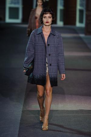 Показ Louis Vuitton коллекции сезона Осень-зима 2013-2014 года Prêt-à-porter - www.elle.ru - Подиум - фото 546961