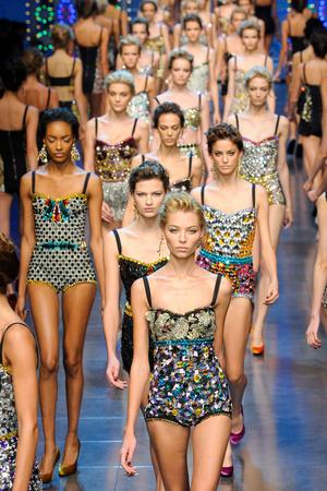 Показ Dolce & Gabbana коллекции сезона Весна-лето 2012 года prêt-à-porter - www.elle.ru - Подиум - фото 304295