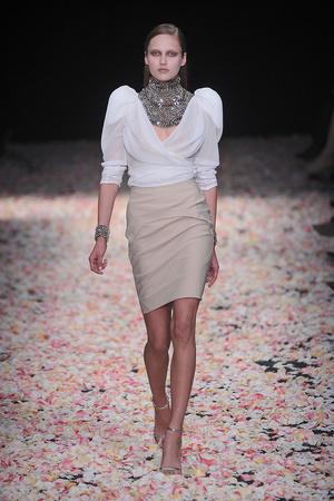 Показ Givenchy коллекции сезона Весна-лето 2009 года Haute couture - www.elle.ru - Подиум - фото 86834